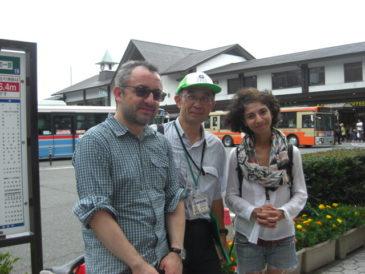 アメリカ人カップル 古都の雰囲気漂う鎌倉を満喫
