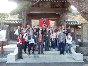 湘南国際村NII参加者 満開の桜並木を楽しむ!