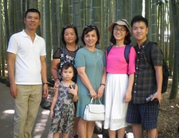 Guiding Vietnamese Family around Kamakura
