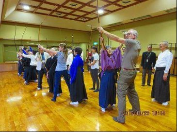 Forty Visitors from 15 Countries Participating in Kyudo (Japanese Archery) Experience