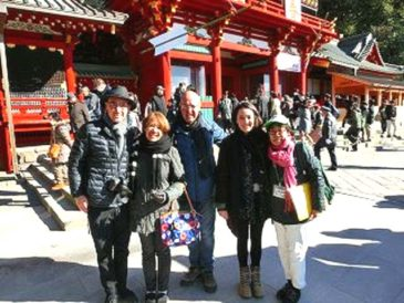 Tour in Year-End Kamakura with a Mexican Family of Four