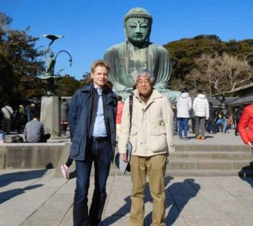 German Businessman Sees the Sights in Kamakura in Spare Moments