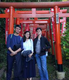 Three Filipinos Enjoy Hiking Trail in Kamakura