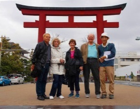 American Senior Couples Enjoy Nio (the Two Deva Kings)