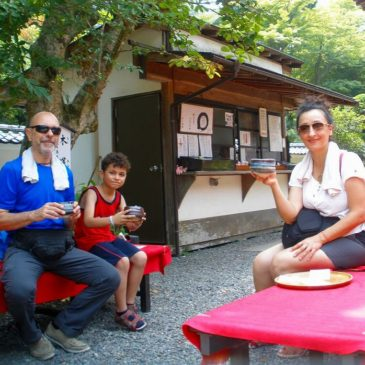 Italian Family Enjoy Kamakura
