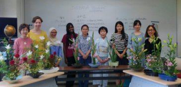 横浜国立大学留学生の生け花体験教室