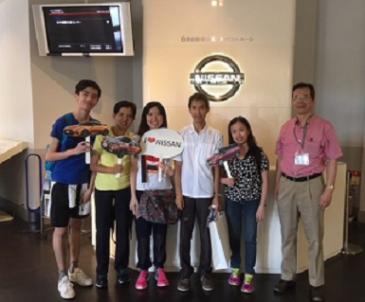 フィリピン人ご家族、日産エンジン組み立て工場見学
