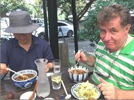 お茶目なイタリア系アメリカ人学者 鎌倉を楽しむ