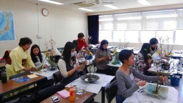 横浜国立大学留学生 生け花を体験
