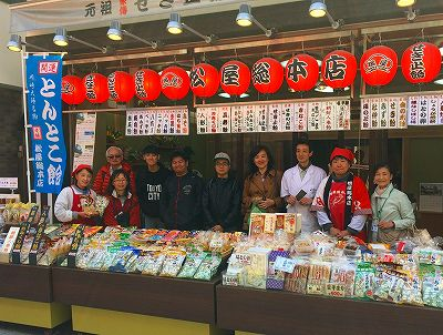 Singaporean Family Visits Kawasaki Daishi Temple and Experiences Candy- Making