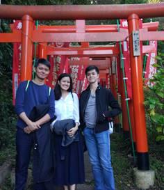 Three Filipinos Enjoy Hiking Trail in Kamakura